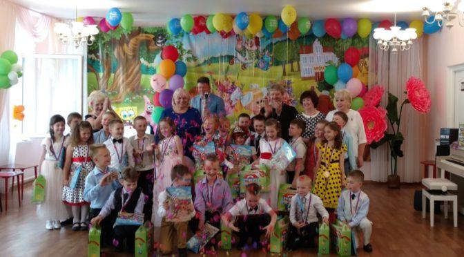 состоялись выпускные утренники в подготовительных к школе группах в детском саду №11 г. Фрязино