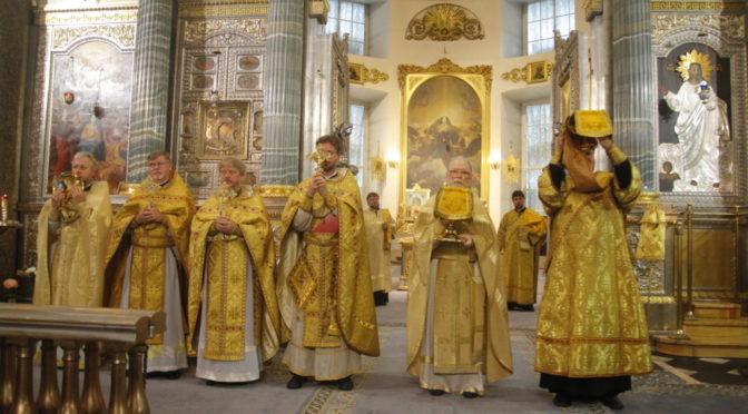 праздничная Божественная Литургия в Казанском кафедральном соборе г. Санкт-Петербурга.