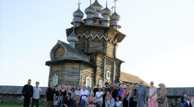 С 28 июля по 04 августа состоялась паломническая поездка на теплоходе «Лебединое озеро».