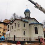 27 декабря 2019 года над храмом в СИЗО-1 «Матросская Тишина» установили купола с крестами