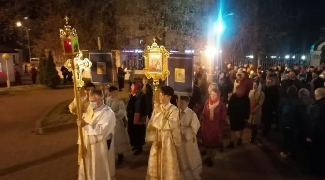 В ночь с 1 на 2 мая 2021 года в храме Рождества Христова протоиерей Сергий Киселев совершил Пасхальные богослужения – полунощницу, Крестный ход, Пасхальную заутреню и Божественную Литургию
