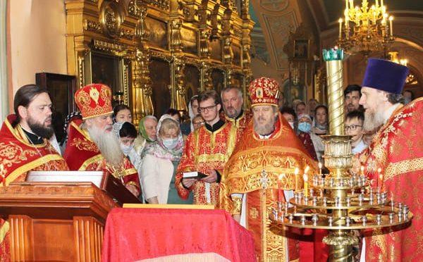 06 июня 2021 года протоиерей Сергий Киселев поздравил прот. Виктора Догадаева с 45-летней годовщиной священнической хиротонии