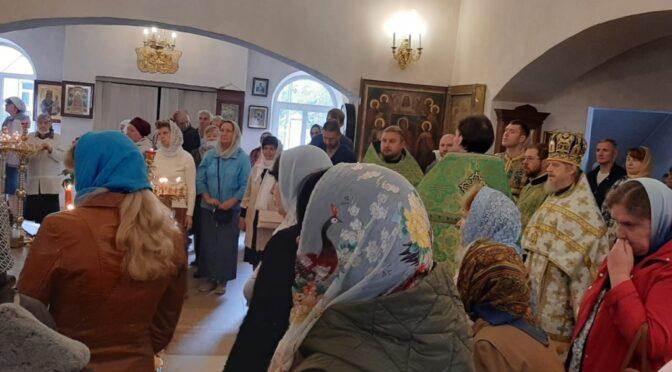 12 сентября 2021 года в день памяти благоверного великого князя Александра Невского протоиерей Сергий Киселев совершил Божественную Литургию в храме Рождества Христова